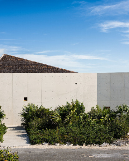 Le Cabanon by Studio Rick Joy sits in material harmony with its Turks and Caicos island surroundings