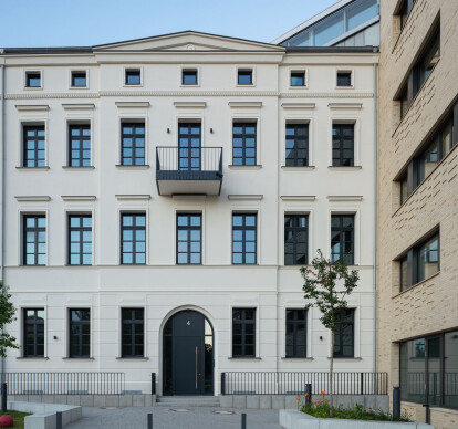 NeuHouse, Fromet-und-Moses-Mendelssohn-Platz