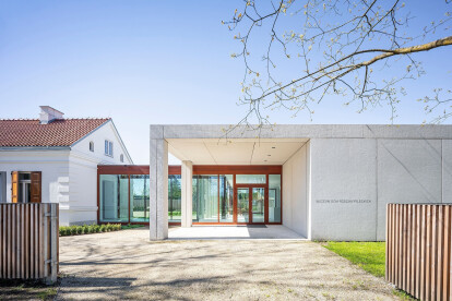 Pilecki Family Museum balances a historic house, new pavilion, and garden with a compelling museum design narrative
