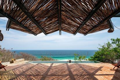 La Casa del Sapo: Two stones look out to sea