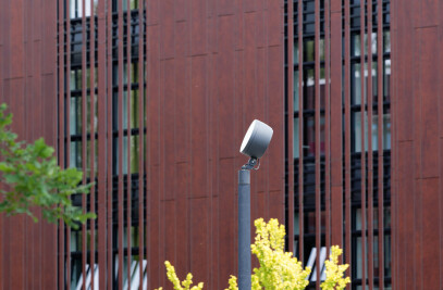 High-performance floodlights with G½ threaded connection