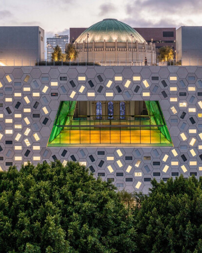 OMA draws from adjacent dome interior to wrap Audrey Irmas Pavilion with 1,230 GFRC hexagonal panels