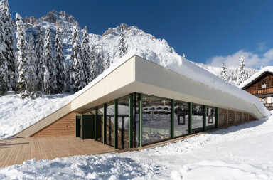 Appropriate_Bistro Bergsteiger by PLASMA STUDIO sensitively dialogues with its UNESCO Natural Heritage surroundings