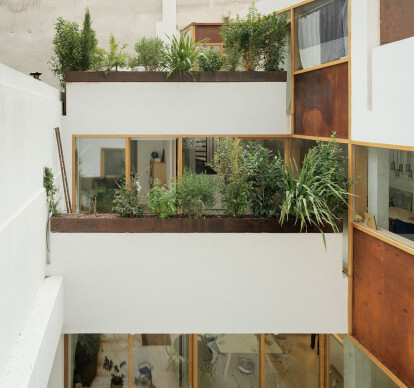 Housing and ateliers rue polonceau, Paris